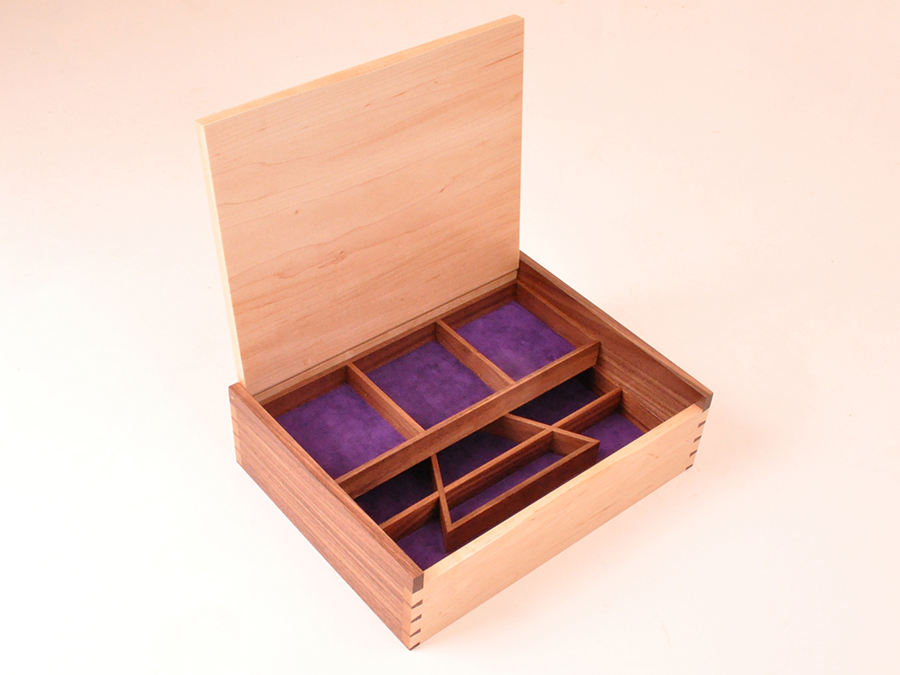 Box Hagon.jpg