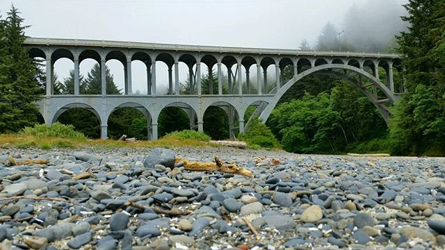 Oregon bridges. Photo by: @thisredletterday . . . #livingwithlocks #blogging #travelblogging #photography #naturephotography #nationalforest #forest #oregon #pnw #oregonnw #discover #perspective #femaletravelbloggers #happyplace #capeperpetua #fog #mist #adventure #gooutdoors #outdoors #adventureout #trees #rocks #bridge #architecture #life #weekends