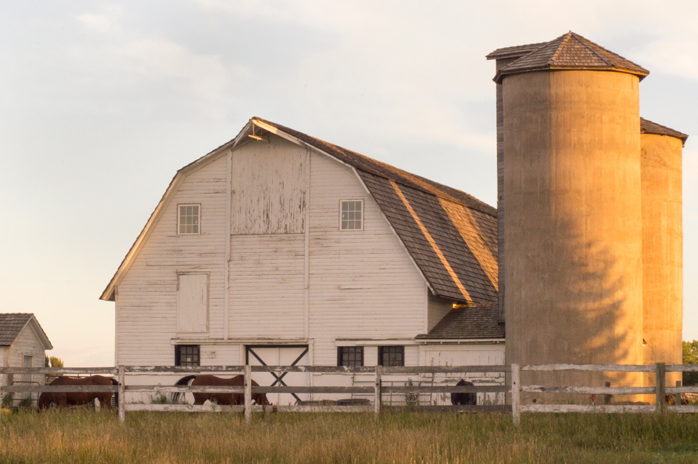 Big White Barn, Loveland, CO    Nikon D3200 • Nikon 70-300mm lens • 75mm • F/32 • 1/80s • ISO 1600