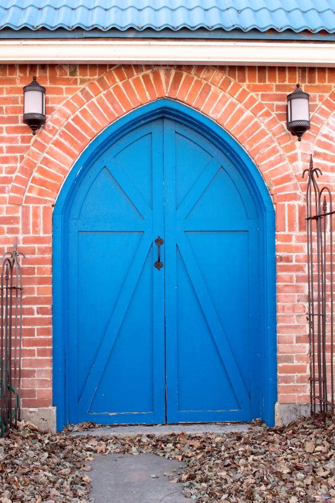 Blue Doors    Nikon D3200 • Nikon 18-55mm lens • 26mm • F/20 • 1/8s • ISO 200