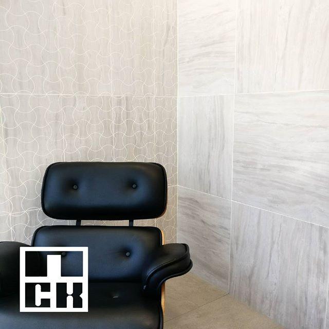 Having some patterned wall tiles make your workspace looks elegantly stylish.  #nckceramic #guocera #pattern #patterntiles #ihavethisthingwithtiles #tileaddiction #walltiles #decortiles #shadesofgrey #grey #interiordesign #interiordesignmalaysia #instahome #instadecor #instamood #designinspiration #designaddict #hexagon #porcelain #tilecrush #tileaddiction #patterntiles #walltiles #finishings #waves
