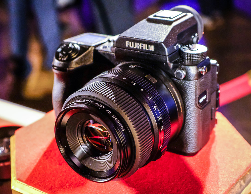 La Fuji GFX 50S con el objetivo Fujinon GF 63mm f/2.8 R WR en el lanzamiento celebrado en Nueva York el 19 de enero /  The new GFX 50S with the Fujinon GF 63mm f/2.8 R WR lens at the launch event in New York, Jan 19.