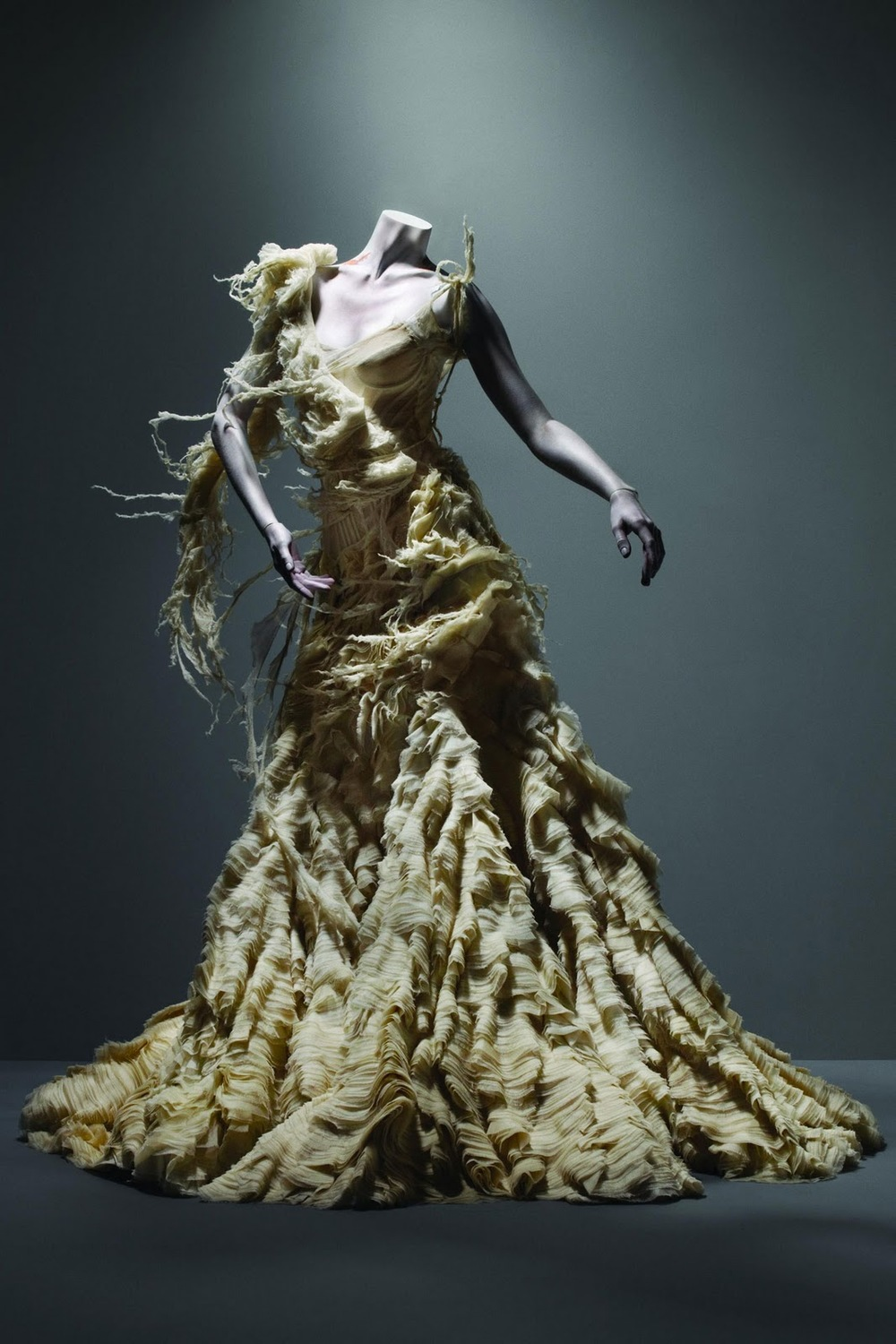 Alexander McQueen. Savage Beauty