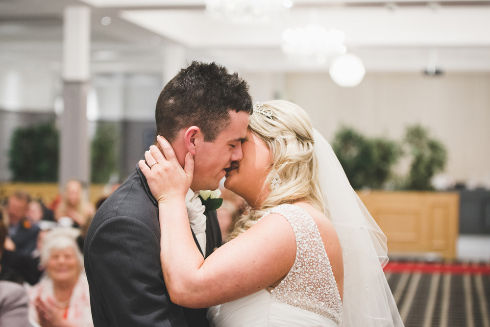 Belfast_Wedding_Photographer_kiss