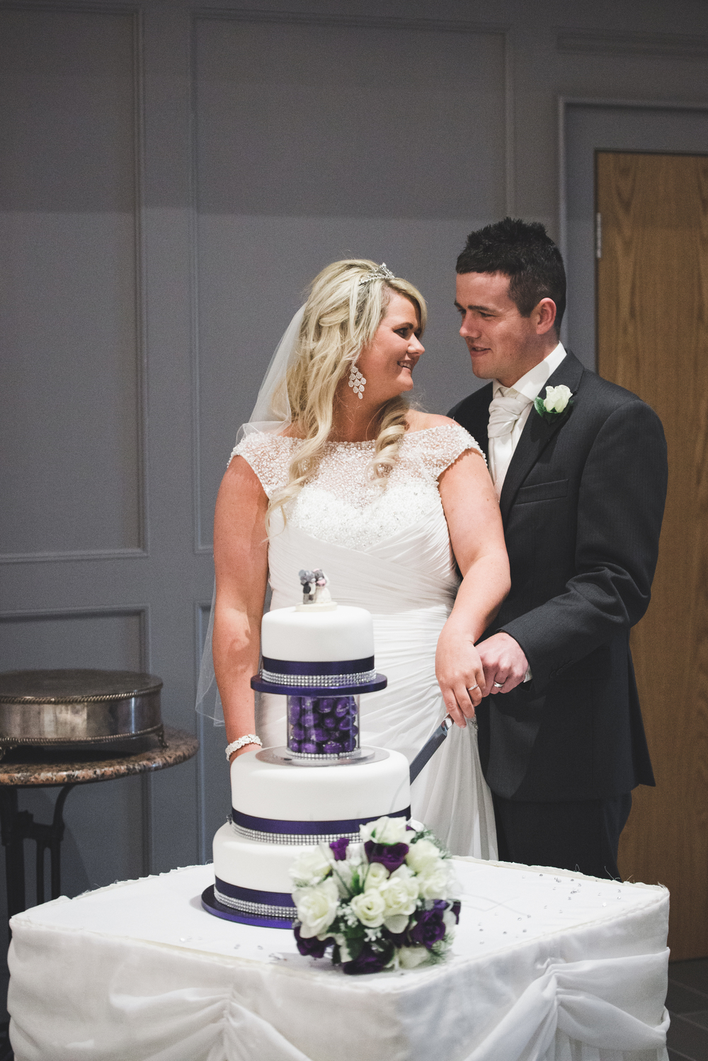 Lisburn_Wedding_Photographer_cutting_cake