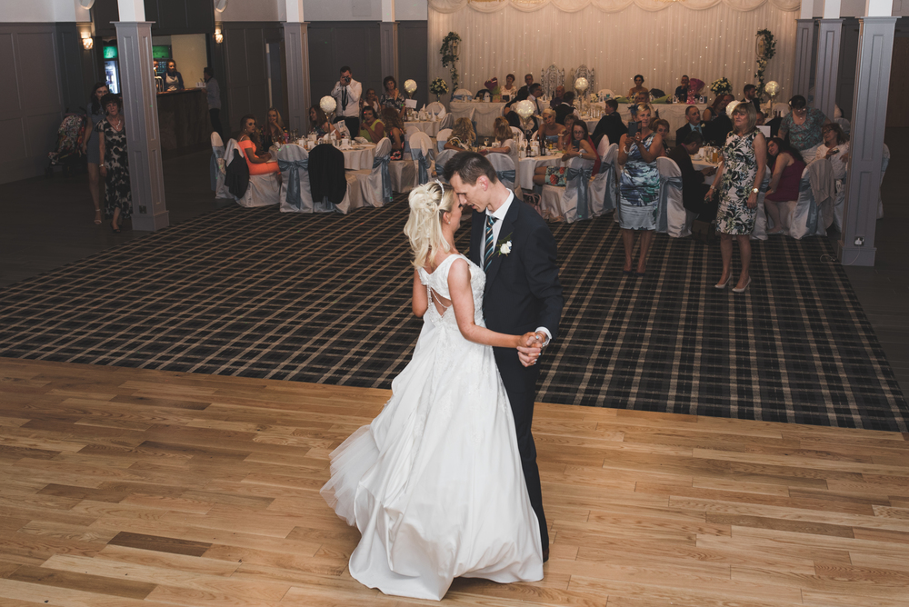 Belfast_Wedding_Photographer_First_Dance