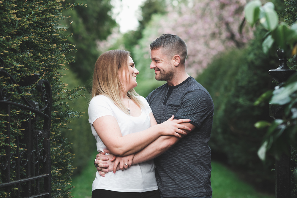 Nikki_Chris_engagement_session_belfast_purephotoni_sir_thomas_and_lady_dixons_park_gate