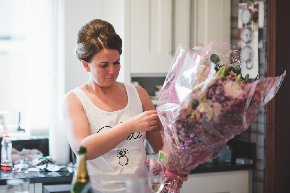Belfast Wedding Photographer purephotoni Ramada Plaza Bride receiving flowers