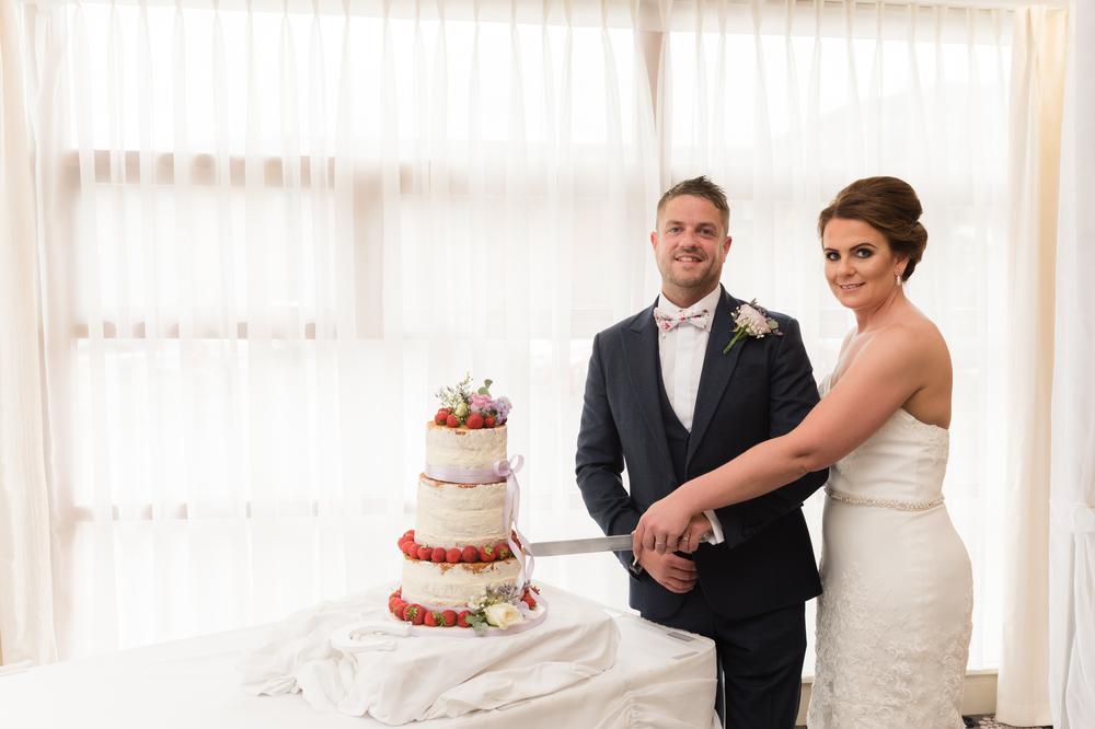 Northern Ireland Wedding Photographer purephotoni Ramada Plaza Belfast Cutting of the cake