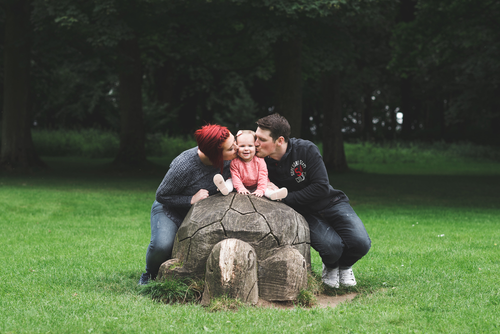 Family Photo session Pure Photo N.I Lurgan Park Mum Dad Daughter Kiss