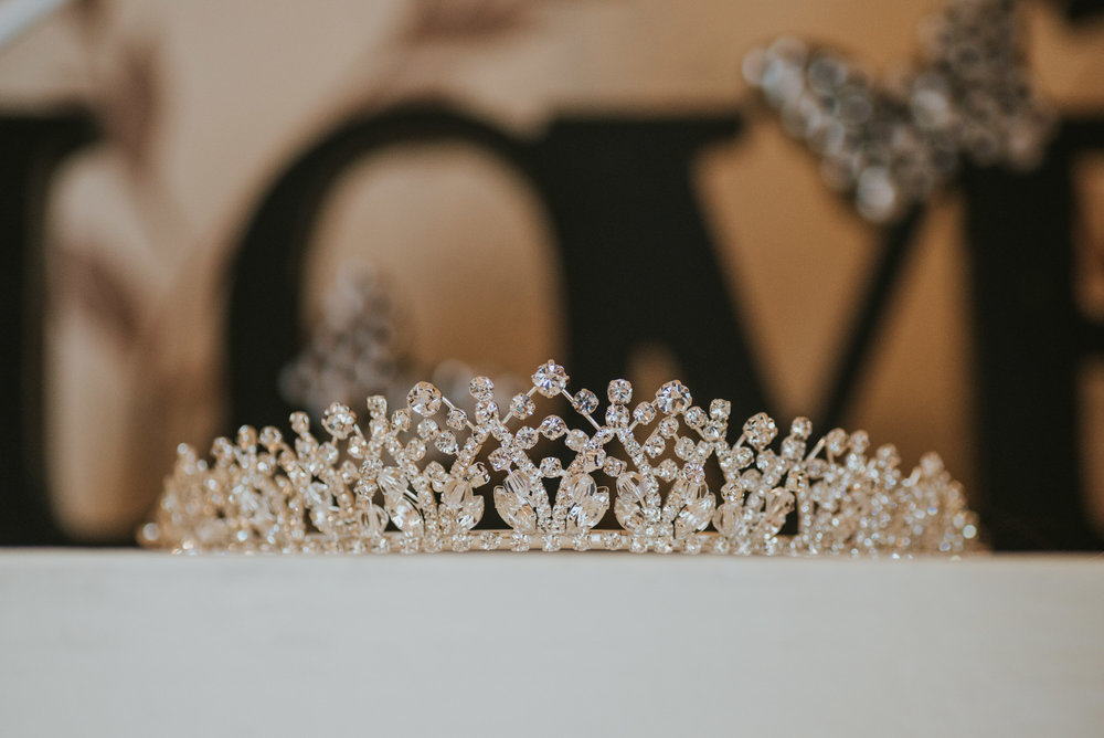ten square hotel wedding getting ready brides tiara