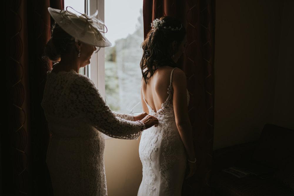 Hilton hotel wedding bride getting ready