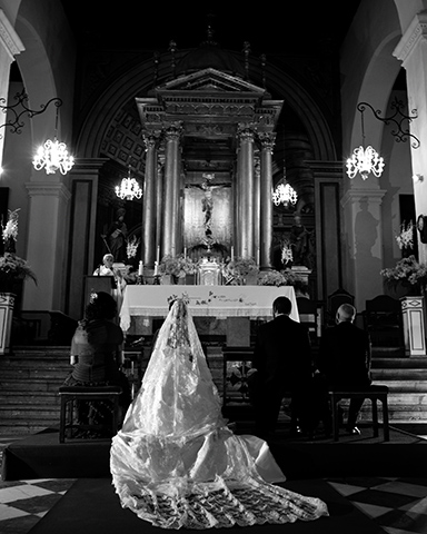 Wedding Photographer, Tony Marin, Spain, Altar, Grand, Dress, Santa Maria de la Alhambra
