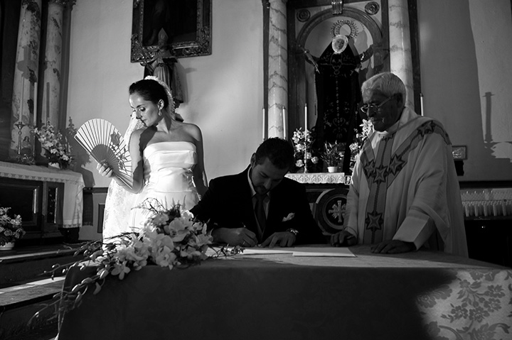 Wedding Photographer, Tony Marin, Spain, Altar, signing papers, Santa Maria de la Alhambra