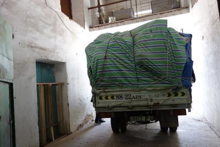 Tengri_delivery_truck.jpg