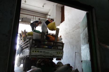Tengri_loading_delivery_truck.jpg