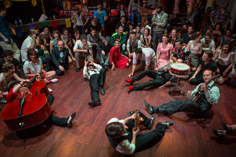 The 5th edition of the International American vintage music and dancing festival in Lisbon is this year larger than ever with open classes, concerts, vintage fairs and dancing workshops.. and much much else! The Festival is located all over the city, from Parque Eduardo VII to Cais do Sodré to Martim Moniz. Check the full programme here!