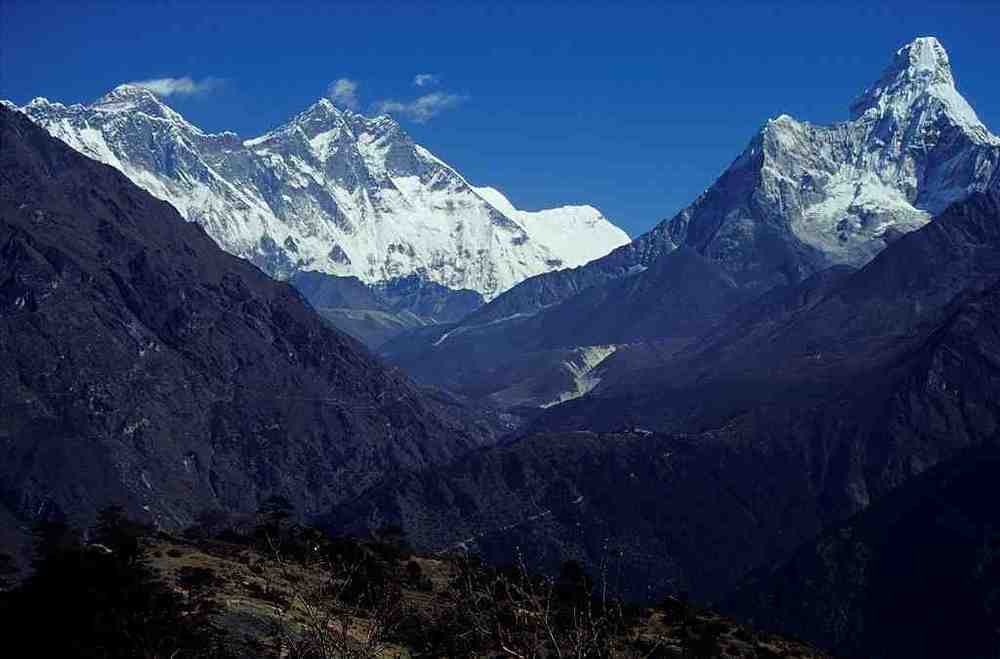 1024px-Nepal_Mount_Everest_And_Ama_dablam.jpg