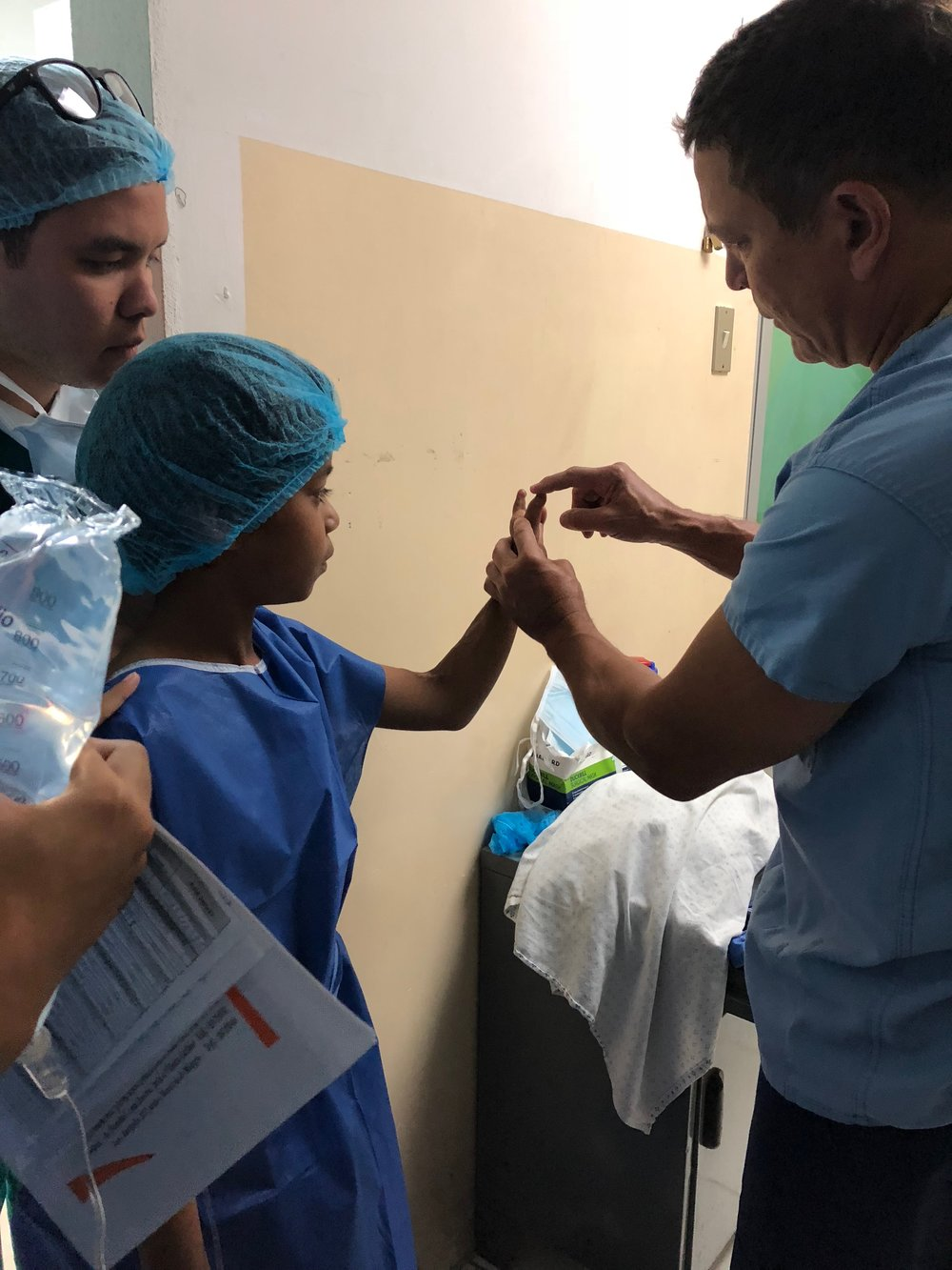 Ecuador 180803 hand surgery 1.jpg