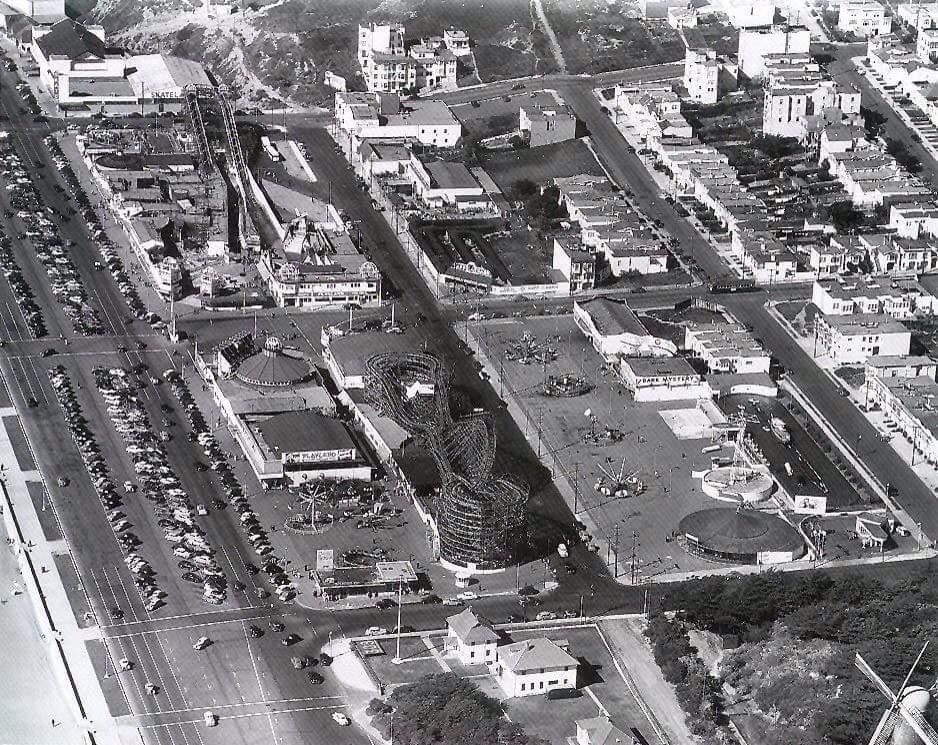 Playland 1940s.jpg