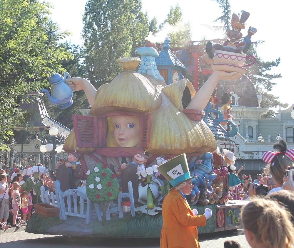 Alice in Wonderland Float Disney Paris