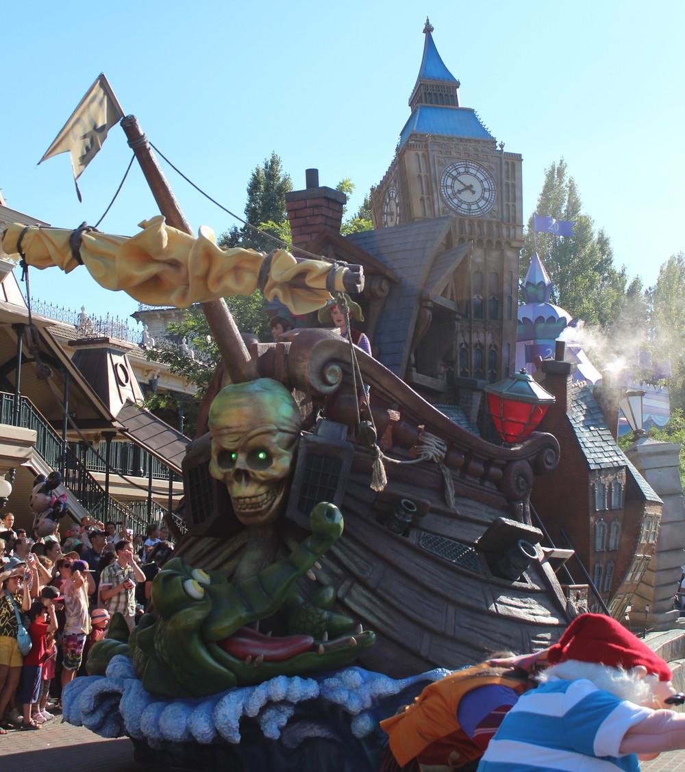 Pirate Float Disney Paris