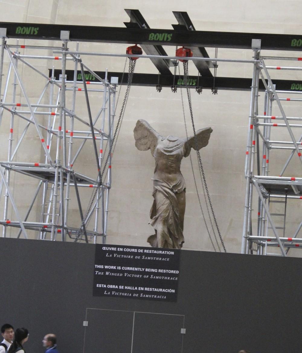 Nike statue Louvre