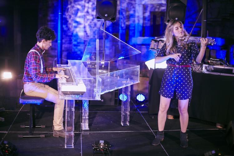 Dueto de folklore europeo (violín eléctrico con piano y acordeón francés)   VER PERFIL