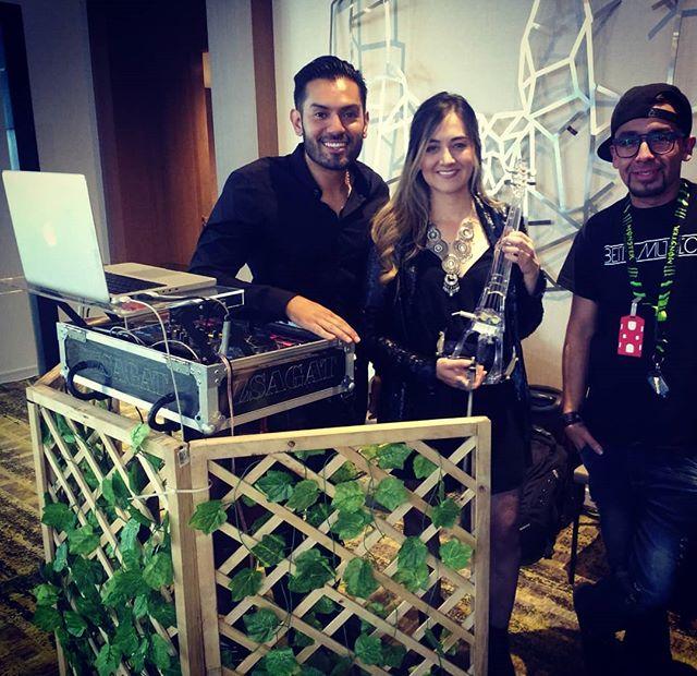 Nuestro equipo de hoy para Avaya Innovation  Violín eléctrico + DJ