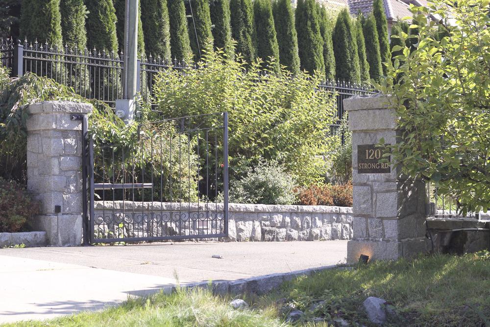 Entrance_4.jpg