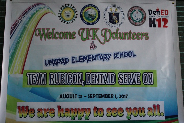Umapad School's welcome for our teams.