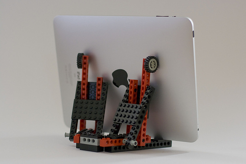 lego_ipad_stand_sometoast