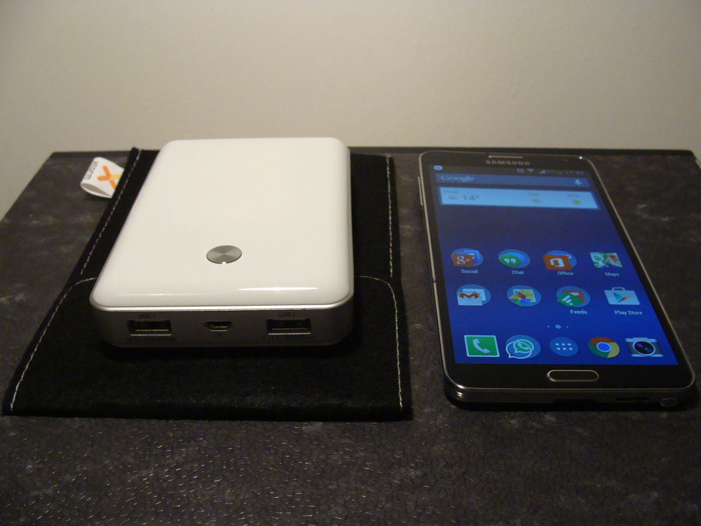 Xtorm 11000 Power Bank alongside a Samsung Galaxy Note 3. The soft case is included in the box.