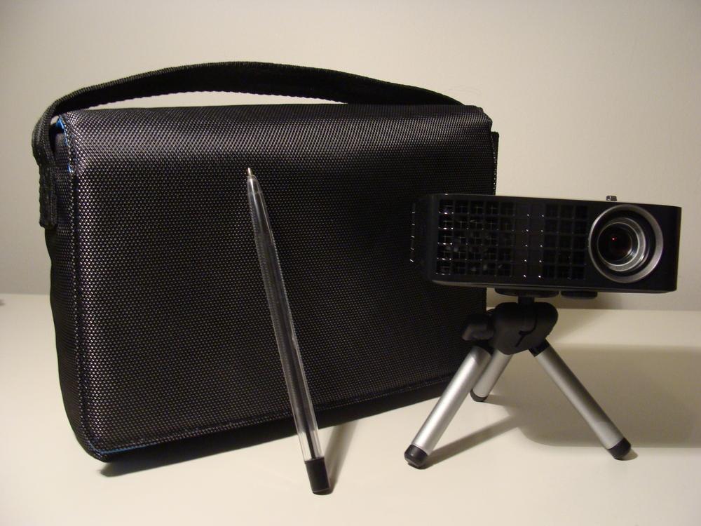 Dell m110 micro projector vs cheap unbranded projector for Smallest micro projector