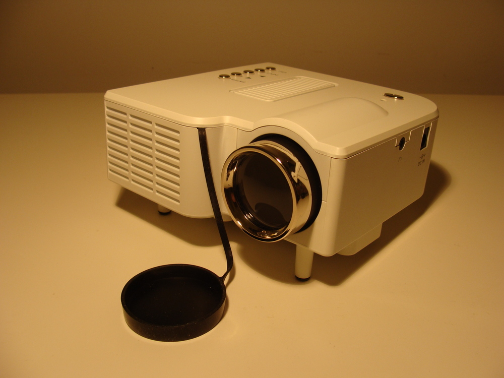 Dell m110 micro projector vs cheap unbranded projector for Micro projector reviews