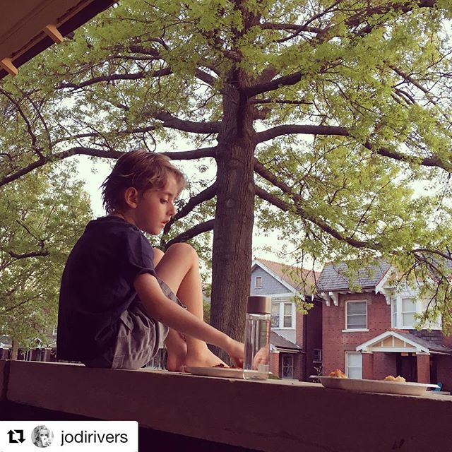 #Repost @jodirivers with @get_repost ・・・ It's a pizza on the porch kind of night.