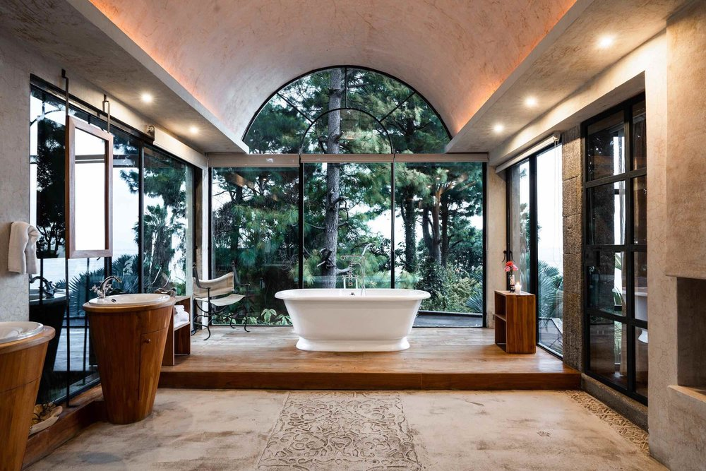 casaprana-rooms-Luxury suite-bathroom.jpg