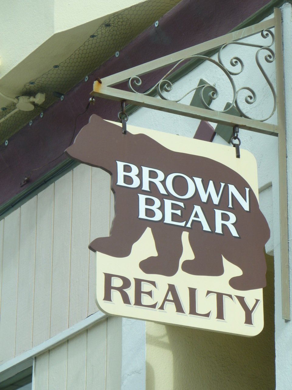 HAND-brown-bear-projecting-sign_5877679279_o.jpg