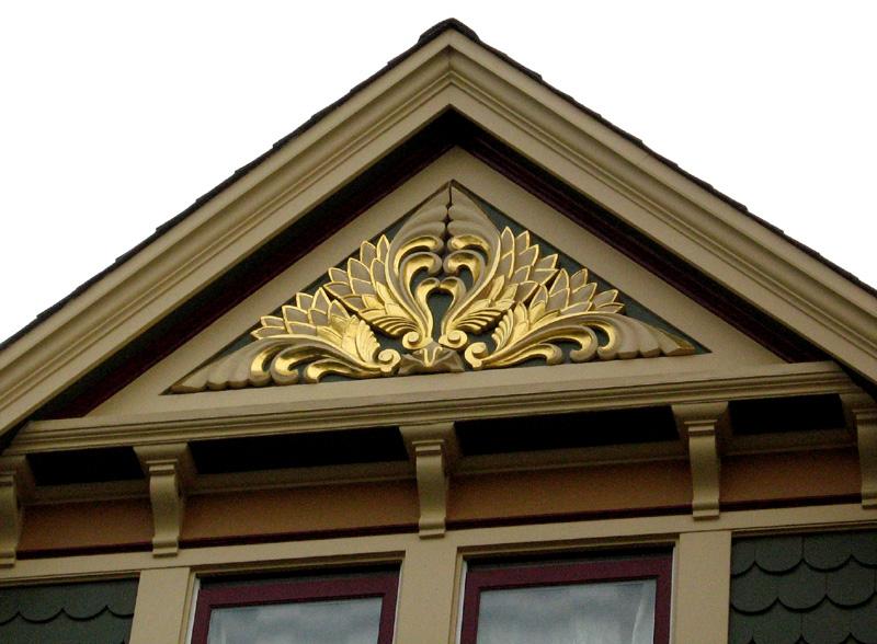 GILDING-gilded-feathery-crest_5958341555_o.jpg