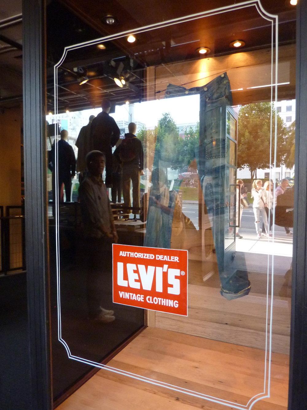 WINDOW-levis-vintage_6104971661_o.jpg