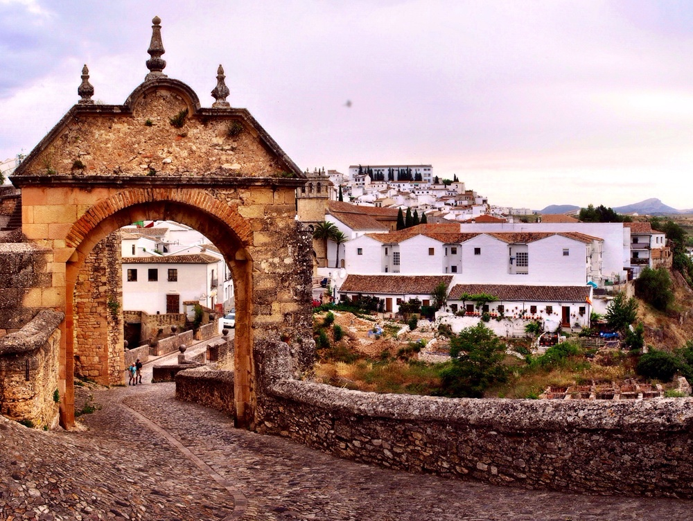The famous arch, overshadowing the second bridge since the 15th century.