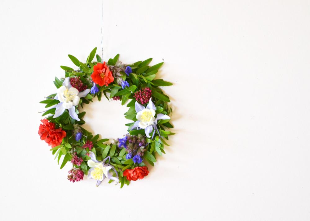 DIY Chicken Wire Floral Wreath | Boxwood Avenue