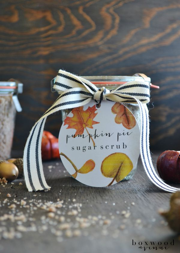 DIY Pumpkin Pie Sugar Scrub by Boxwood Avenue found on TodayCreativeLife.com (free printable included!)