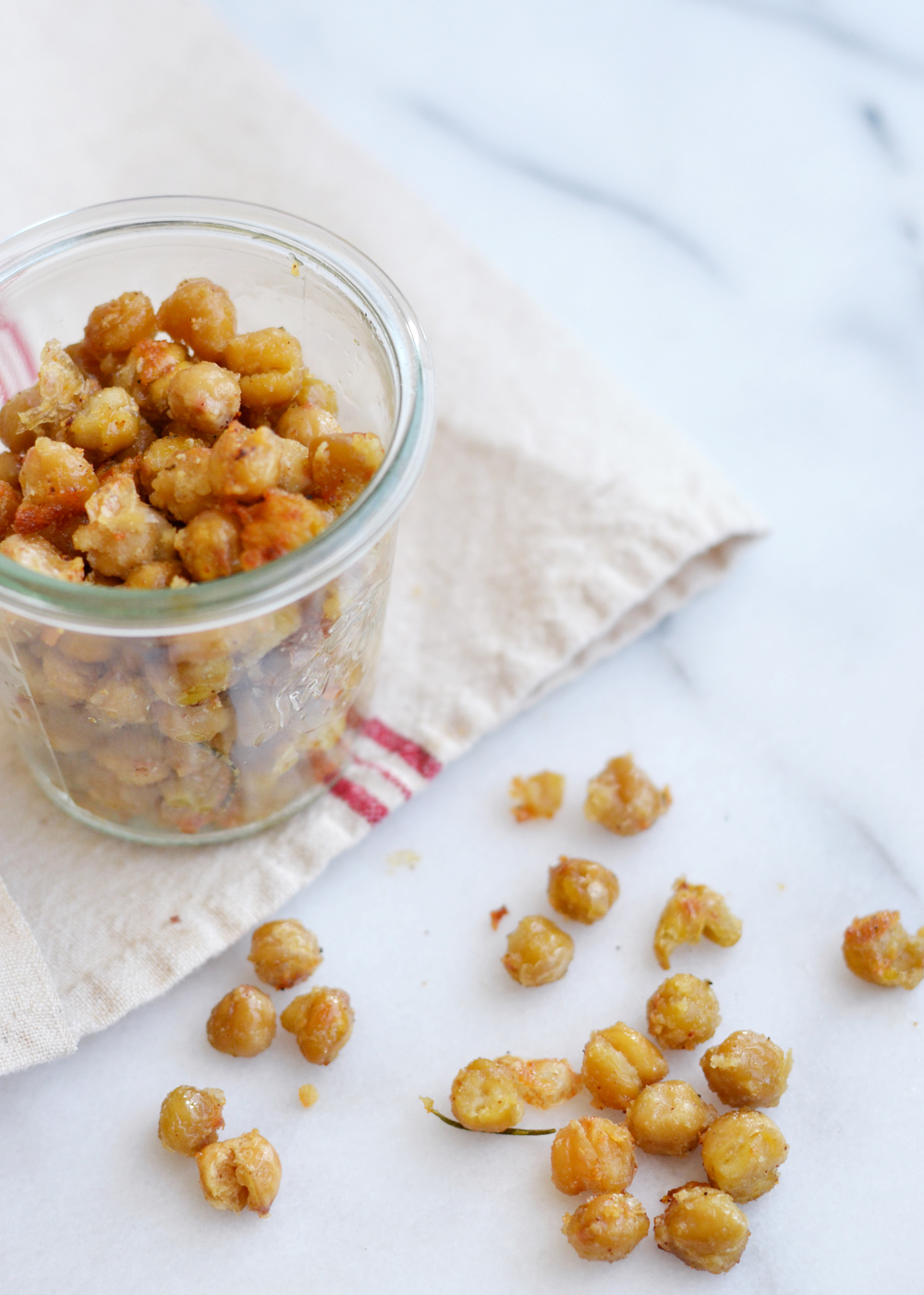 A great alternative to chips or fries and just as satisfying! Crunchy garlic chickpeas - boxwoodavenue.com