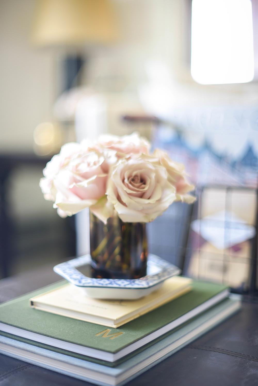 Tortoise shell vase & sandstone roses | boxwoodavenue.com