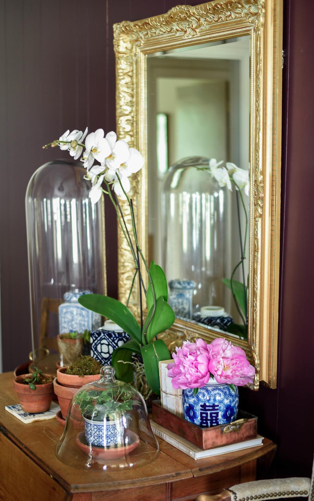 Blue & white porcelain entryway & gold gilt mirror | boxwoodavenue.com | Rachel l'antigua photography