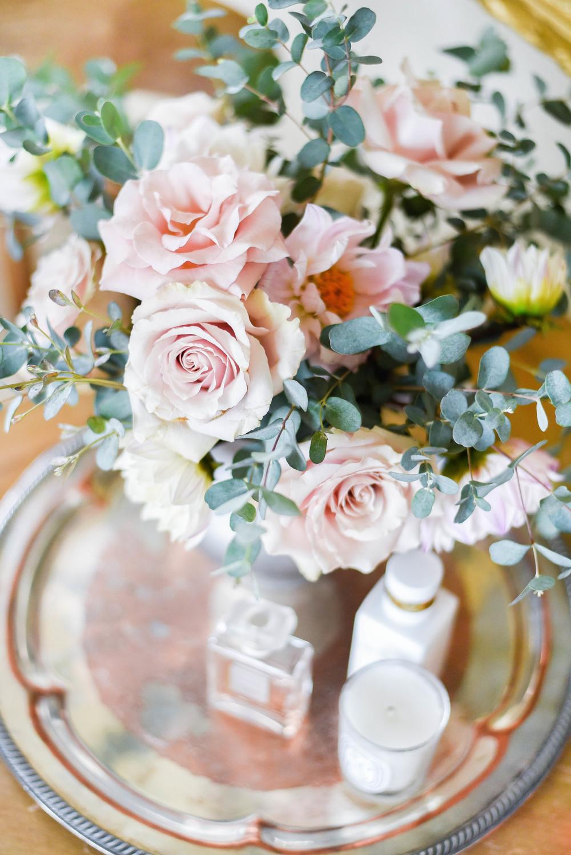 Garden roses & dahlias / bedroom sitting area | boxwoodavenue.com | rachel l'antigua photography