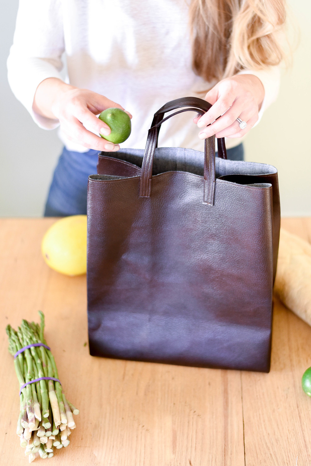 Neat market tote that looks like a paper bag from boxwoodavenue.com