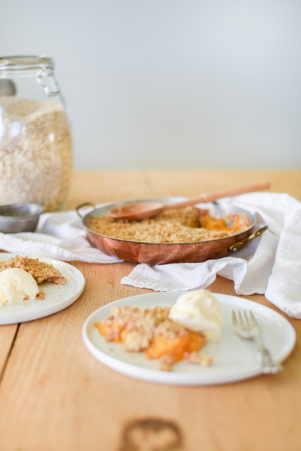 Easy peach crisp recipe with less butter! | boxwoodavenue.com