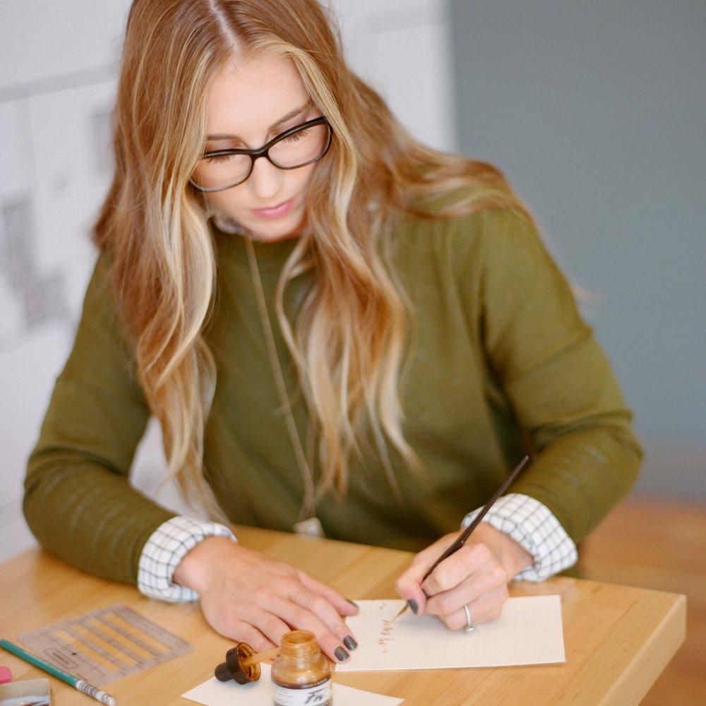 Free Calligraphy Course with Boxwood Avenue | Melina Wallisch Photography | boxwoodavenue.com